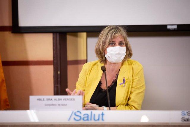 La consellera de Salut de la Generalitat, Alba Vergés, durant la presentació d'un projecte que promou la Generalitat i la Creu Roja sobre l'impacte en la salut que suposa la transmissió de la Covid-19.