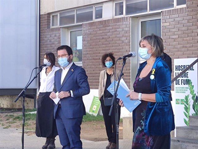 La consellera de Salut, Alba Vergés, en una roda de premsa al costat del  vicepresident en funcions de president, Pere Aragonès, a l'Hospital Can Ruti de Badalona.