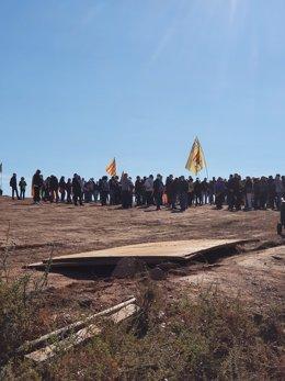 Concentració per donar suport als presos de l'1-O convocada per Free Junqueras aquest dilluns 12 d'octubre, a la qual han acudit representants locals d'ERC.