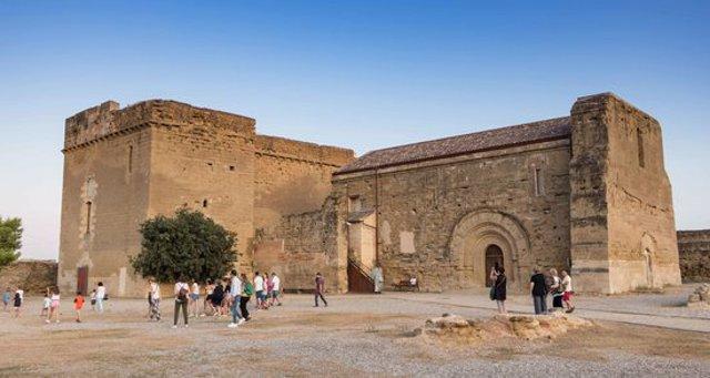 Pla general del Castell dels Templers de Gardeny de Lleida, amb alguns dels visitants que han visitat l'equipament durant les Jornades Europees de Patrimoni, el 12 d'octubre del 2020. (Horitzontal)