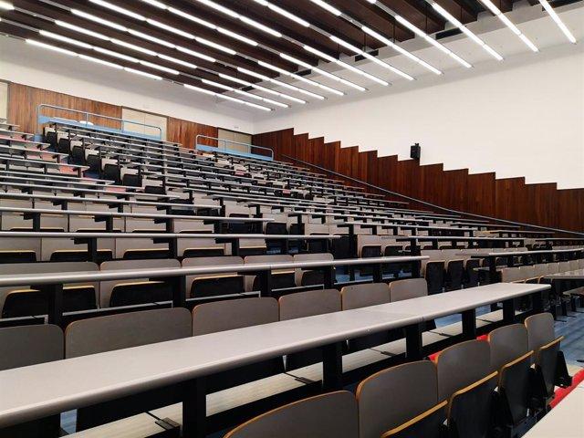 Un aula a la Facultat de Física de la UB.