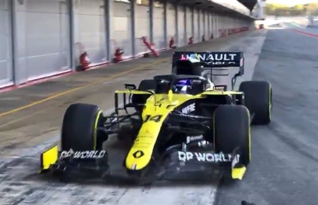 Fernando Alonso estrena su nuevo Renault en Montmeló