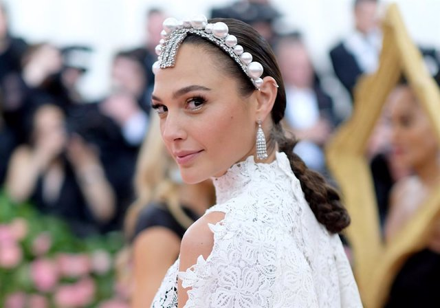 : Gal Gadot attends The 2019 Met Gala Celebrating Camp