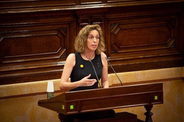 L'exconsellera d'Empresa i Coneixement de la Generalitat, Àngels Chacón, en una sessió plenària al Parlament. Barcelona, Catalunya (Espanya), 1 de juliol del 2020.
