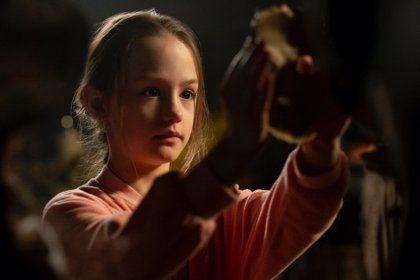El gran secreto de Flora, la niña de La madición de Bly Manor