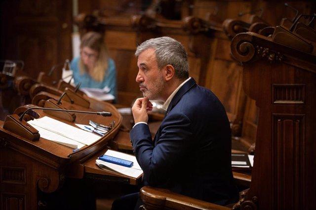 El concejal socialista Jaume Collboni, durante la primera sesión plenaria del Consejo Municipal del Ayuntamiento de Barcelona tras el fin del estado de alarma, que solo cuenta con la presencia de 15 regidores, en Barcelona, Catalunya (España), a 26 de jun