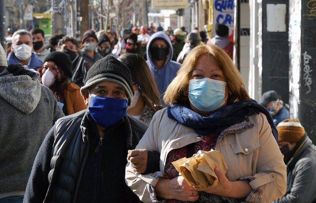 Personas con mascarilla en Chile durante la pandemia de coronavirus
