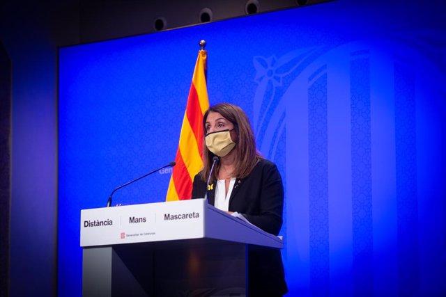 La consellera de la Presidència i portaveu del Govern de la Generalitat, Meritxell Budó, en una roda de premsa posterior al Consell Executiu. Barcelona, Catalunya, (Espanya) 13 d'octubre.