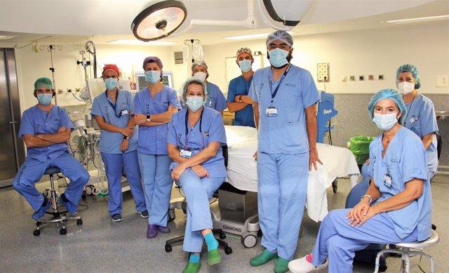 Cirujanos del Hospital Clínico de Madrid extirpan parte del páncreas a una recién nacida con mínimas incisiones