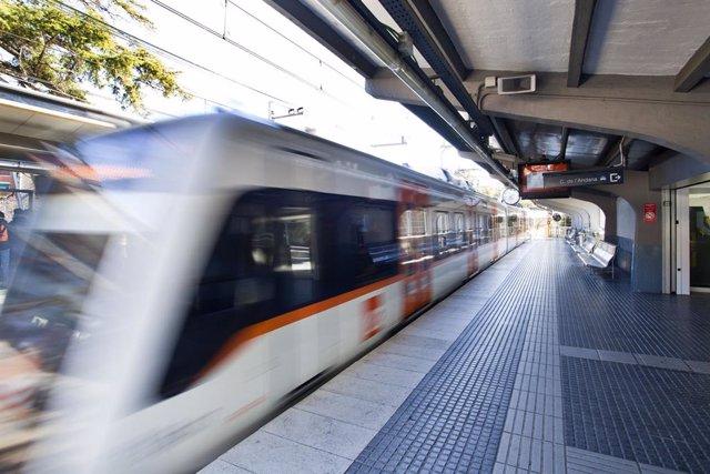 Un tren a l'estació de FGC de Sant Cugat.