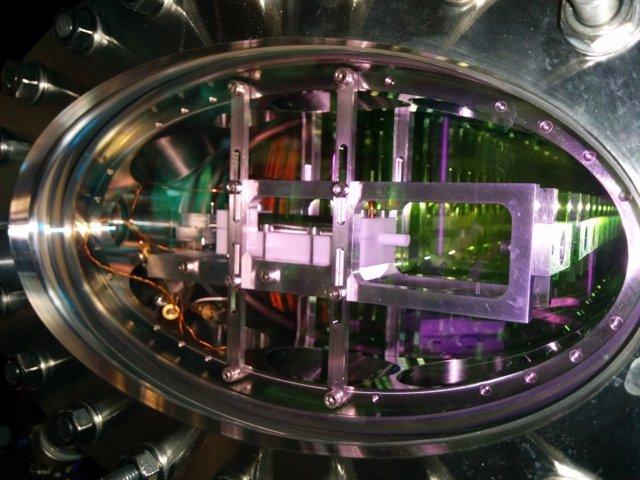 Transportan luz guardada en una 'maleta' hecha de átomos ultrafríos