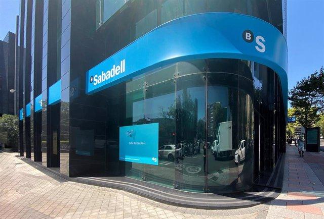 Edificio del Banco Sabadell en Madrid (España).