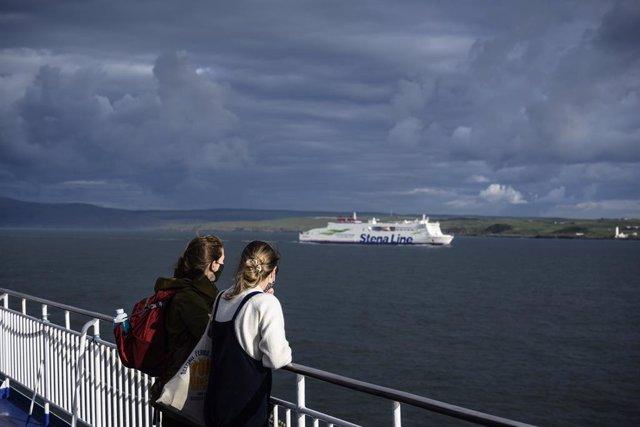 Coronavirus.- Irlanda del Norte cerrará colegios y bares para contener los rebro