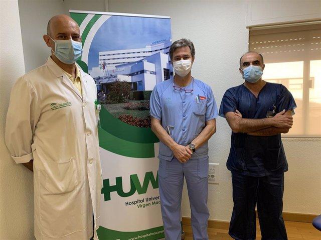 Los doctores Agustín Valido, Jesús Rguez Baño y Miguel Ángel Rico, responsables de los Servicios de Neumología, Enfermedades Infecciosas y Medicina Interna