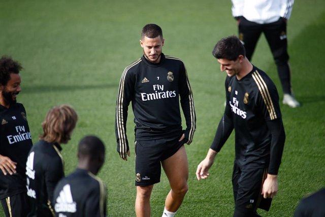 """Fútbol.- Courtois: """"Hazard va a explotar dentro de nada"""""""