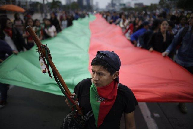 Colombia.- Una marcha de diez mil indígenas se dirige hacia Bogotá para reunirse