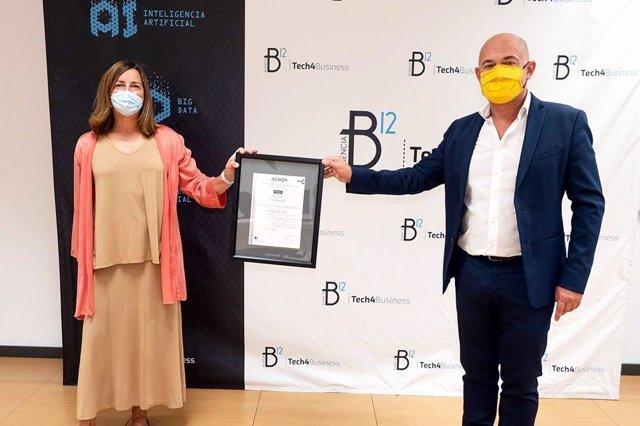 Javier Fernández de Valderrama recoge el certificado AENOR