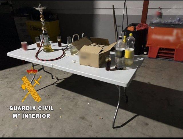 Desalojadas 34 personas que celebraban una fiesta ilegal sin medidas de seguridad ante el Covid en una nave de Benahadux (Almería)