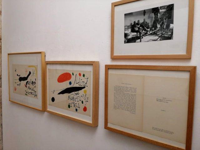 Detall de l'exposició 'Perucho-Miró. La Fundació Miró al Vendrell?', instaurada a la Fundació Apel·les Fenosa del Vendrell. Imatge publicada el 15 d'octubre del 2020 (horitzontal)