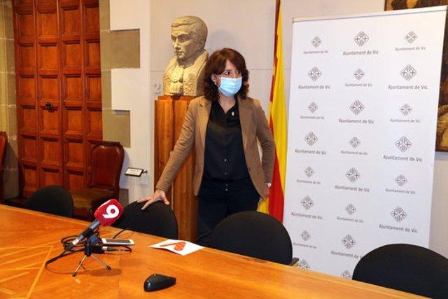 Pla general de l'alcaldessa de Vic, Anna Erra, en una atenció a mitjans el 15 d'octubre del 2020. (horitzontal)