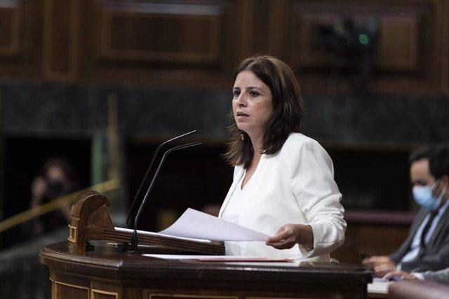 La portavoz del Grupo Socialista en el Congreso de los Diputados, Adriana Lastra, interviene desde la tribuna en una sesión plenaria en el Congreso, en Madrid (España), a 29 de julio de 2020.