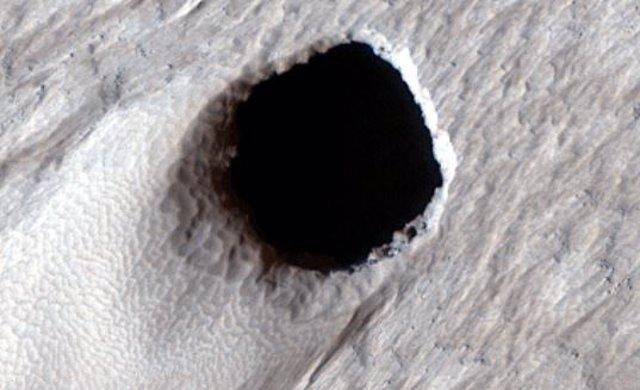Un enorme tubo de lava de 50 metros de ancho localizado en Marte
