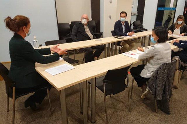 Pla general de l'alcaldessa de Girona, Marta Madrenas, en una reunió amb els sindicats i la patronal gironina el 14 d'octubre de 2020 (Horitzontal)
