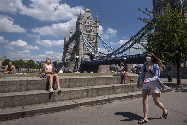 AMP.- Coronavirus.- El Gobierno endurece las restricciones en Londres desde el s