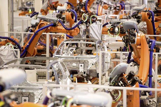 Economía/Motor.- Volkswagen incorporará más de 2.200 robots en sus plantas para