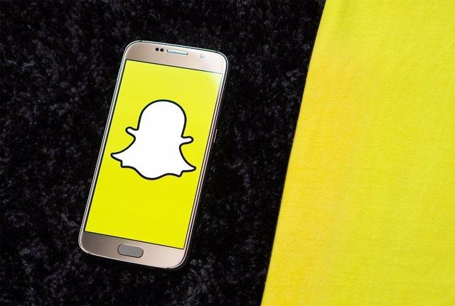 Snapchat ya permite añadir canciones a todos sus usuarios de iOS