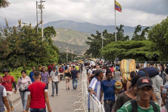 Migrantes venezolanos en la frontera con Colombia, en Cúcuta