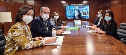 Sanidad se reúne con los farmacéuticos para conocer la labor que han realizado durante la pandemia