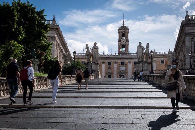 Coronavirus.- Italia registra un nuevo récord de contagios y test, con 8.800 pos