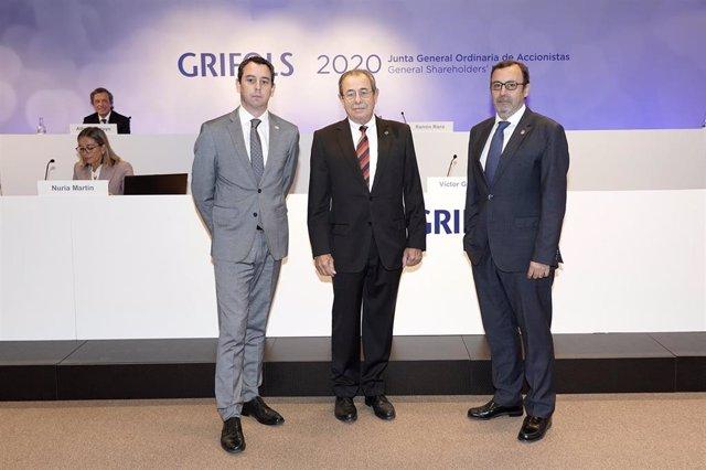 El coconsejero delegado de Grifols, Víctor Grífols Deu; el presidente de Grifols, Victor Grífols, y el coconsejero delegado de Grifols, Raimon Grífols Roura.