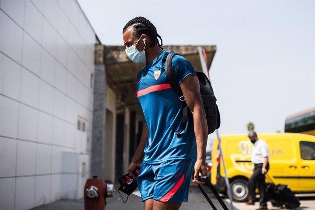 Fútbol.- El central del Sevilla Koundé da positivo por coronavirus