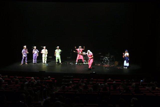 Pla obert del concert inaugural de la Fira Mediterrània amb ZA! % la Transmegacobla. 15 d'octubre de 2020. (Horitzontal)