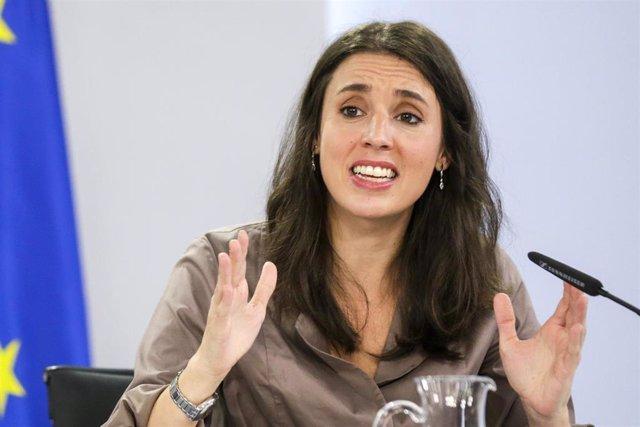 La ministra de Igualdad, Irene Montero, comparece en rueda de prensa tras el Consejo de Ministros celebrado en Moncloa, Madrid (España), a 13 de octubre de 2020.