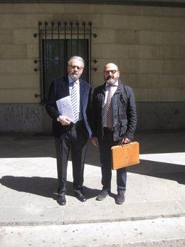 José María Pagador con su abogado en los Juzgados de Sevilla