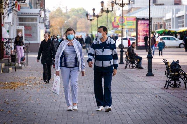 Coronavirus.- Rusia marca nuevo récord al superar por primera vez los 15.000 cas