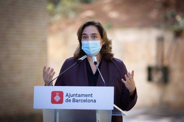 L'alcaldessa de Barcelona, Ada Colau, compareix en roda de premsa. Barcelona, Catalunya (Espanya), 15 d'octubre del 2020.
