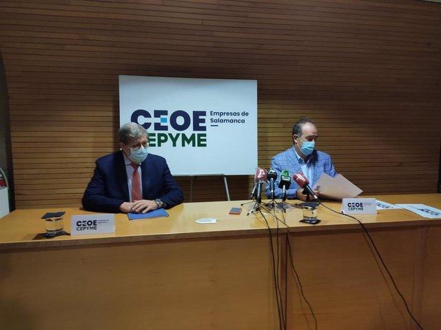 Los presidentes de Cecale y Confaes, Satiago Aparicio (i) y Juan Manuel Gómez (d), respectivamente, en Salamanca.