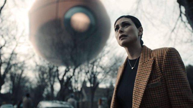 Morena Baccarin en la dimensión desconocida de The Twilight Zone