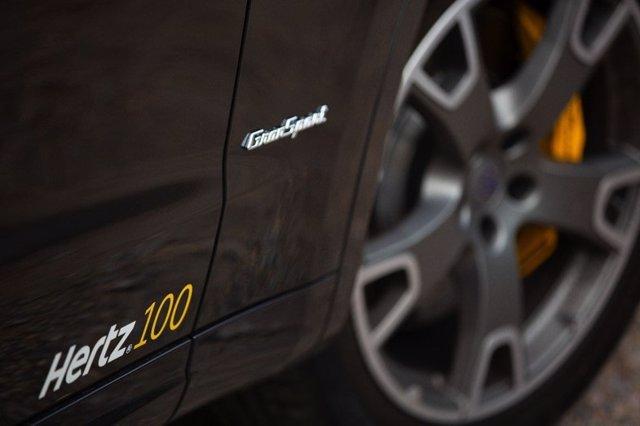 Detalle del faldón del Maserati Levante de Hertz por su 100 aniversario.