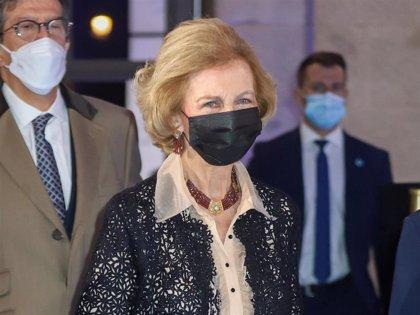Ésta ha sido la respuesta de la Reina Sofía a la pregunta de si mantiene contacto con don Juan Carlos