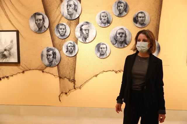 La delegada del Área de Cultura, Turismo y Deporte, Andrea Levy, durante su visita a la inauguración de la exposición 'Trafalgar: El viaje con Galdós, en el Museo de Historia de Madrid.
