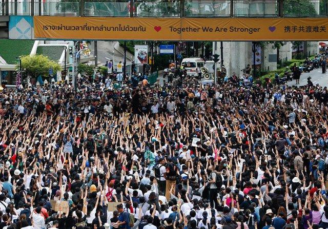 Tailandia.- Suspenden las protestas en Tailandia tras el uso de cañones de agua