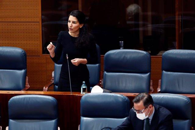 La portavoz de Vox, Rocío Monasterio durante la sesión de control al ejecutivo regional en la Asamblea de Madrid este jueves donde responderá sobre el plan del Gobierno para la desescalada y los motivos técnicos para pedir el cambio a la fase 1, en Madrid