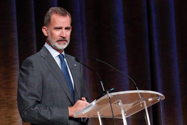 El Rei Felip VI durant la seua intervenció en la inauguració del curs universitari 2020/2021 en l'Escola Tècnica Superior d'Enginyers de Camins, Canals i Ports de la Universitat Politècnica, a Madrid (Espanya) a 23 de setembre de 2020.