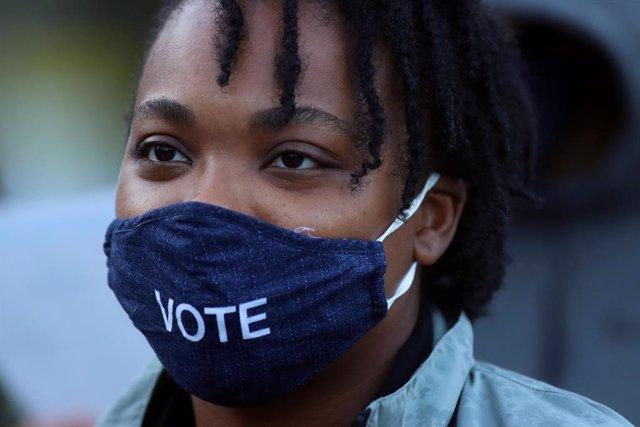 EEUU.- Más de 21 millones de personas votan de forma anticipada en las eleccione