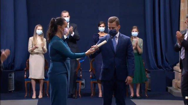 Sanitarios recogen el premio Princesa de Asturias de la Concordia.